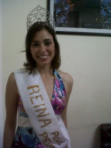 La actual Reina de la Fiesta Provincial de la Primavera Karina Cataldo esta mañana en Chacabuco.