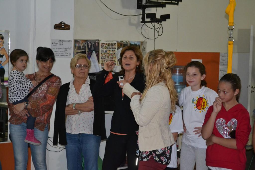 Fernanda Zanlungo, propietaria del gimnasio, agradece a quienes la acompañaron.