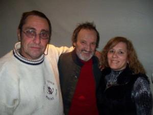 Kotata y Sandra Assali junto a Pajarito Zagury en La Perla de Once.