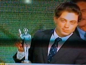 Andrés Lanfranco recibiendo el Olimpia en Pato en el 2011.
