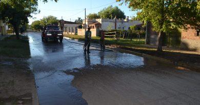 Lavado del asfalto en calle San Martín