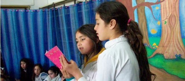 Alumnos de la Escuela Nº 11 en la Maratón Nacional de Lectura.