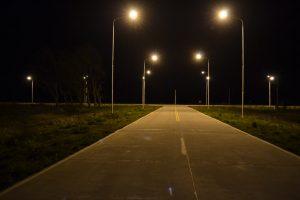 Iluminarias encendidas en Acceso a Castilla y Ruta 51.