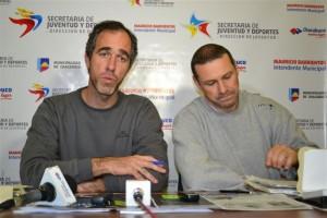 Daniel Simone junto Marcelo Dicundo en la conferencia de prensa.