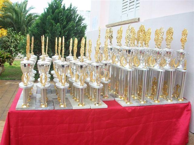 Los trofeos entregados.