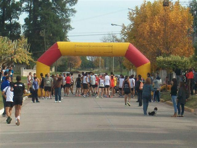 Preparativos antes de que se largue la 5 Maratón Rawson 2012.