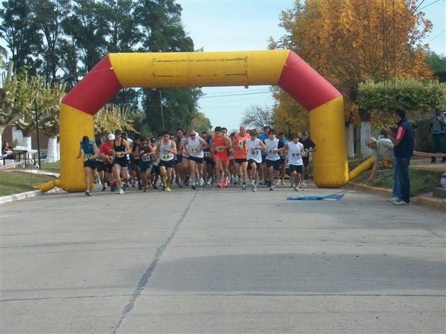 Momento en que se larga la 5 Maratón Rawson 2012.