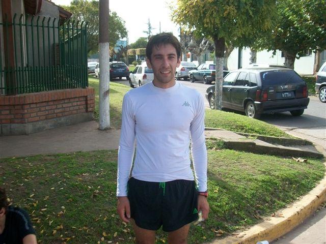 César Tosorini de Chivilcoy ganador de la 5 Maratón Rawson 2012.