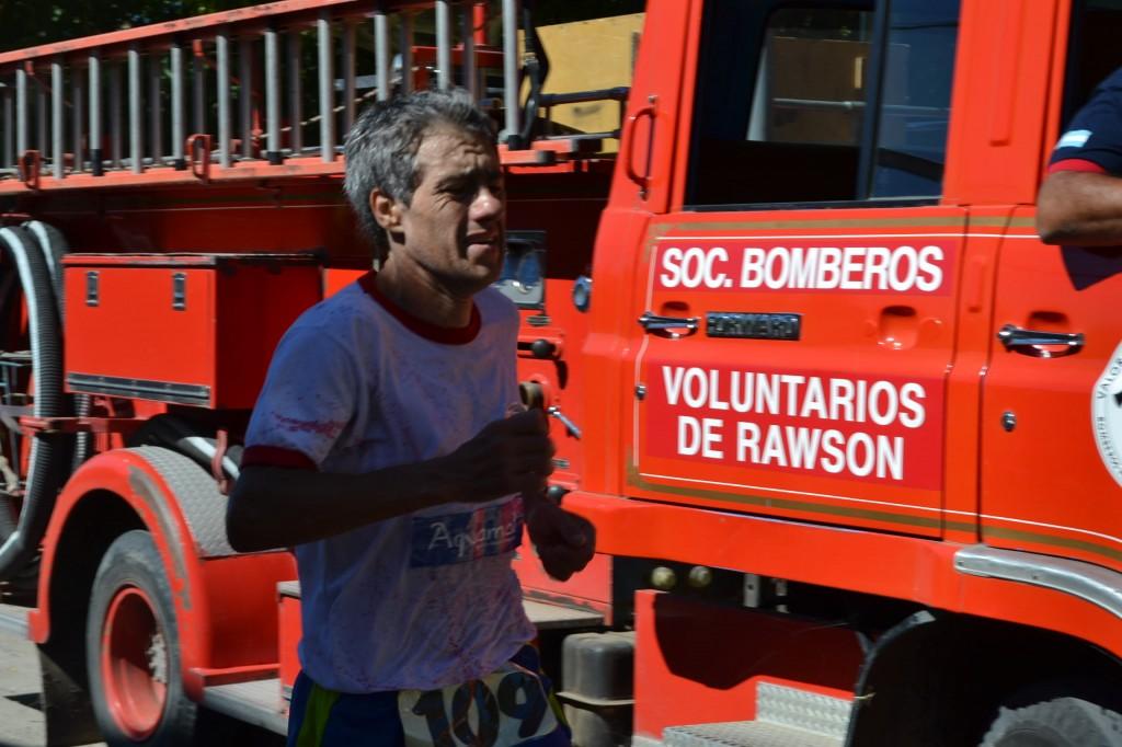 Adelanto: 8/3/15- Carlos Osola, de Bragado, ganó la 8º Maratón 130 Aniversario de Rawson, sobre una distancia de 10 kilómetros.
