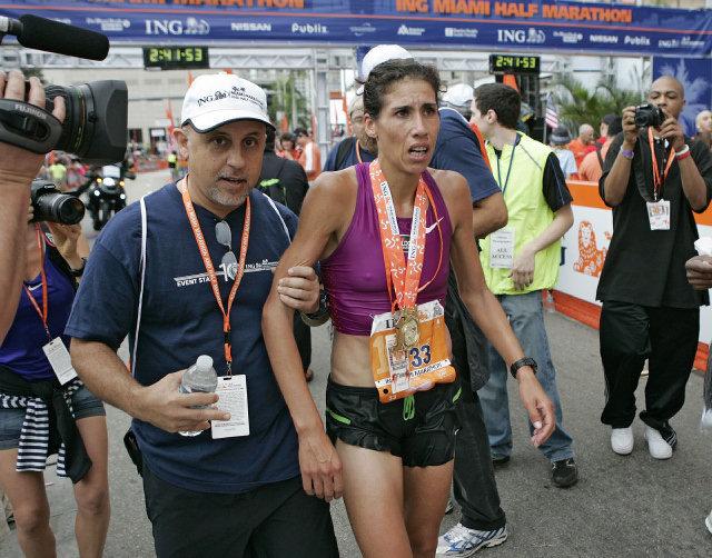 La juninense luego del triunfar en el ING Maratón de Miami. Foto: miamiherald.com