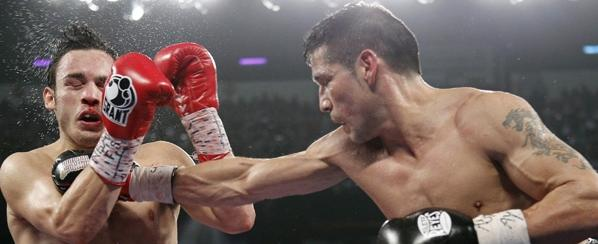 16/9/12- El argentino Sergio `Maravilla´ Martínez le ganó por puntos en decisión unánime (117-110, 118-109 y 118-109) en  Las Vegas al mexicano Julio César Chávez (hijo) y se quedó con el título mediano del Consejo Mundial de Boxeo.