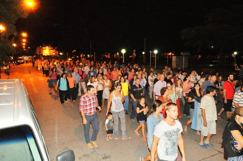 Los concurrentes, caminado alrededor de plaza San Martín. Foto gentileza: Marcelo Farías.