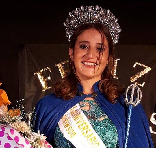 4/3/18- Marianela Barranco, de 16 años de edad, fue elegida como la nueva soberana del 133º Aniversario de Rawson y los atributos fueron le fueron entregados por la reina saliente, Oriana Roldán.