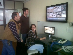 Speranza y Ortega en la sala de monitorteo de Chacabuco.