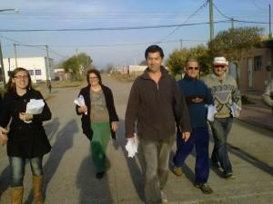 Moro y sus candidatos recorren los barrios.