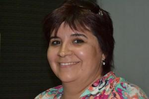 La concejal Verónicsa Peñalva en los estudios de LRM 369, FM Sobre Nivel de Rawson.