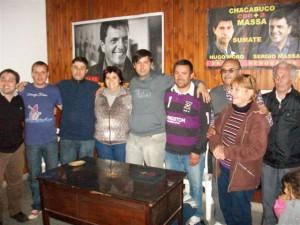 Hugo Moro junto a los candidatos que lo acompañan en su lista y los referentes locales de Sergio Massa.