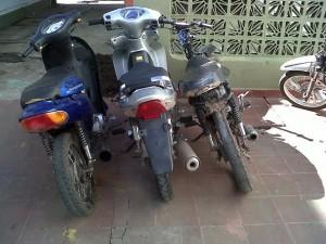 Imagen de tres de las cinco motos secuestradas anoche.
