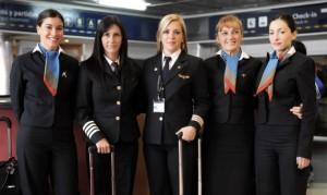 Tripulación del vuelo AU2454 de Austral integrada por cinco mujeres.
