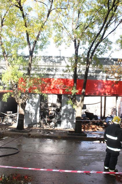 Otra imagen del incendio en Naldo Lombardi. Foto: Kotata.