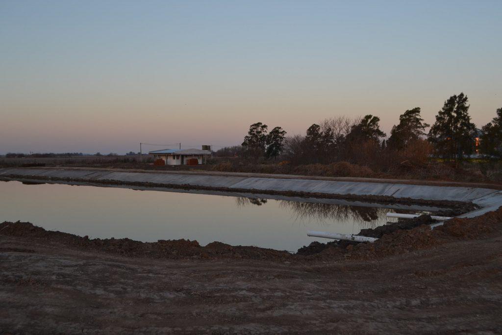 Una de las lagunas de la planta depuradora