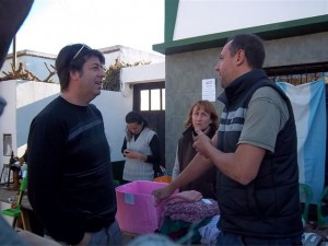 Ortega dialogando con vecinos de Castilla.