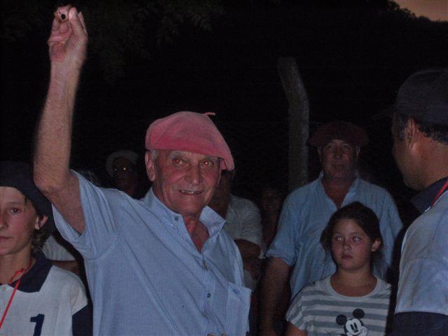 Juan Carlos Borao luego de recibir la plaqueta.