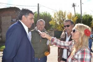 Los ex combatientes Correa, Cemento y Aguirre en la nota con Mónica del Castillo.