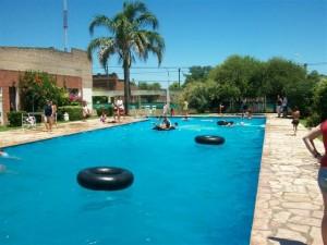 Imagen del natatorio del Club Sarmiento de Rawson.
