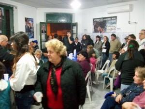 Los presentes durante el acto cierre de campaña en Rawson.