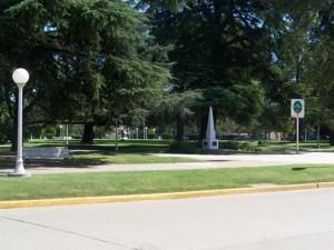 El robo del celular ocurrió en la Plaza San Martín de Chacabuco.