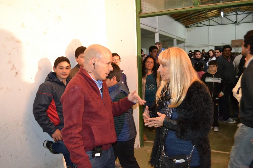 Mónica del Castillo realizando una nota con Fabracci para Sobre Nivel.