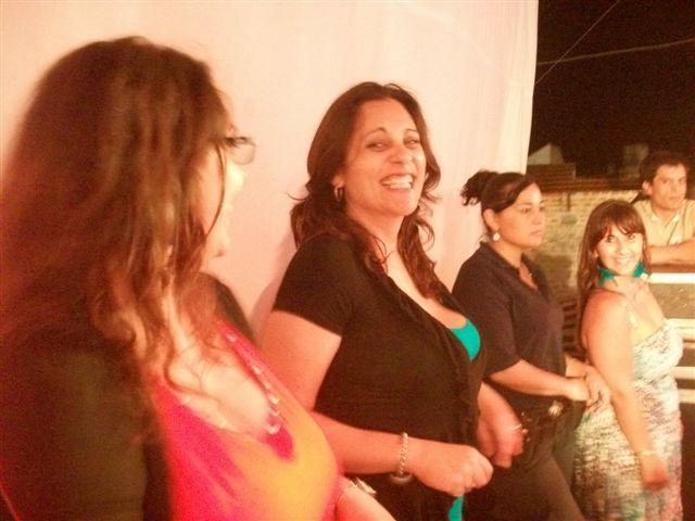 Las chicas de la Comisión Organizadora bailaron al ritmo de Banda XXI.