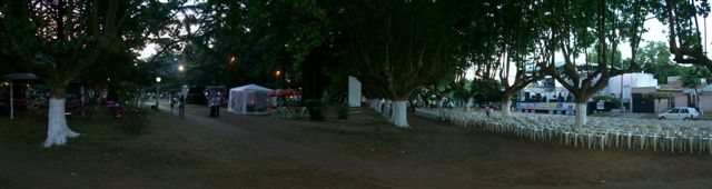 Imagen de la Plaza San Martín de Rawson en la tarde de hoy sábado.