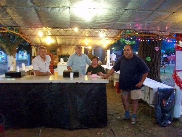 Algunos de los integrantes de la cantina que corresponde a los Bomberos Voluntarios de Rawson.