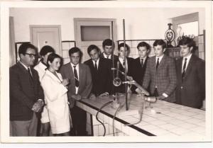 Promoción 1969 en una clase de Merceología, profesor Norberto Pérez.