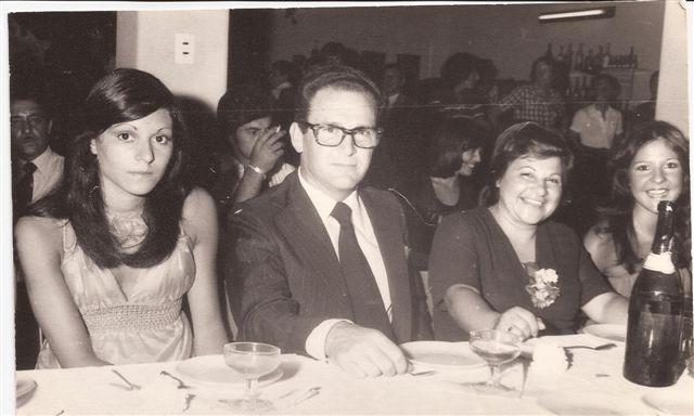 Baile del egresdo 1977: Padrinos y alumnas Sandra Montesano y María del Carmen Arreguy.