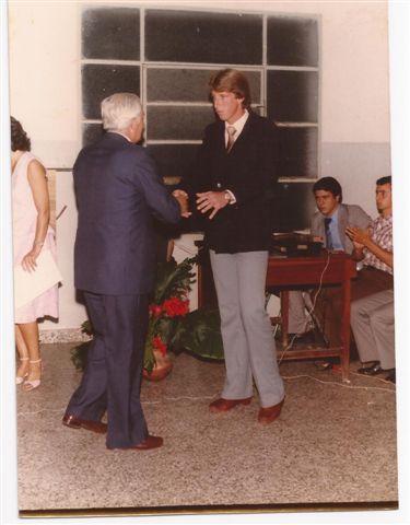 Entrega de medallas recordativas. H. Gorrini a Alberto Forti.