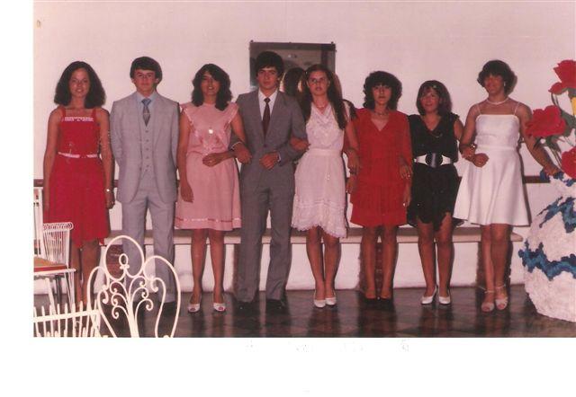 Promoción 1983 antes de ingresar a su Baile de Egresados.
