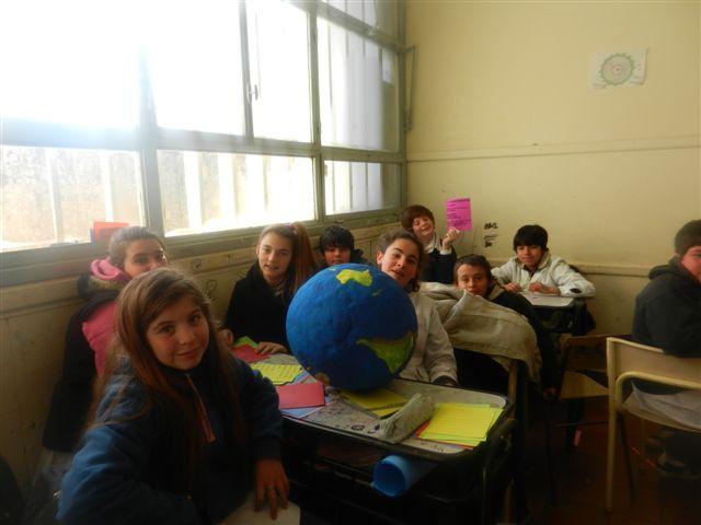 """Otra imagen de los chicos  de Primer Año """"B"""" de la Escuela Secundaria de Rawson."""