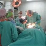 El equipo quirúrgico encabezado por el Dr. Daniel Pérez Gramajo.