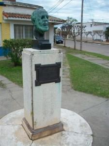 Busto en homenaje a Guillermo Rawson ubicado en la Plazoleta que lleva su nombre.