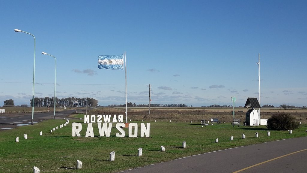 Robaron la bandera argentina en mátil de Acceso a Rawson y Ruta 51