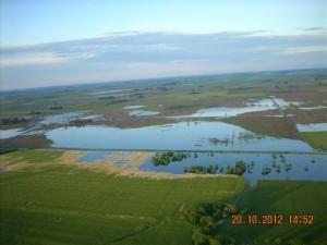 Otra imagen del agua en campos de los alrededores de Rawson. Foto gentileza: Ubaldo Demattei.
