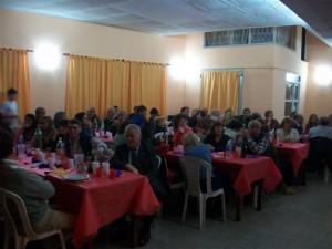 150 personas asistieron a la cena show.