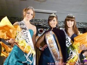 Reina de Chacabuco Nicole Cicerchia, 1º Princesa Magali Olivetto y 2º Princesa Valentina Terreri. Foto: radiofmmelody.com.ar