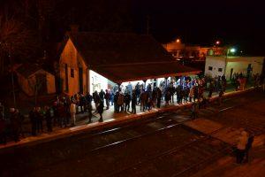 Gran cantidad de vecinos en la estación de Rawson.