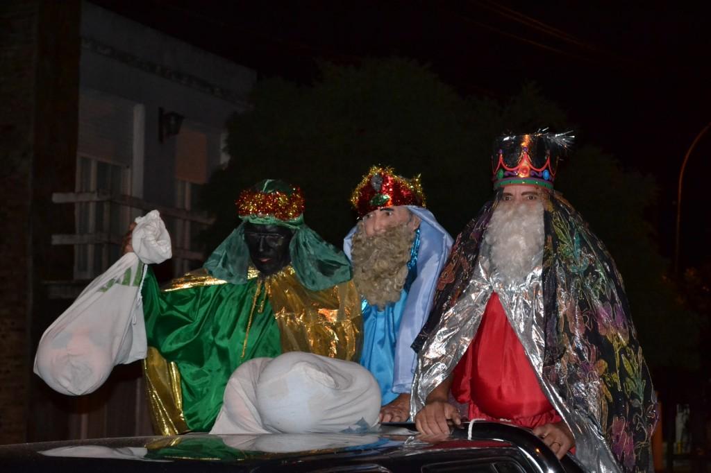 Los Reyes Magos camino a la entrega de juguetes.