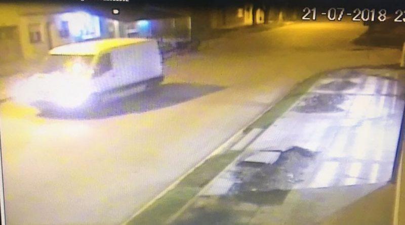 Uno de los vehículos utilizados por los delincuentes en el robo en Rawson