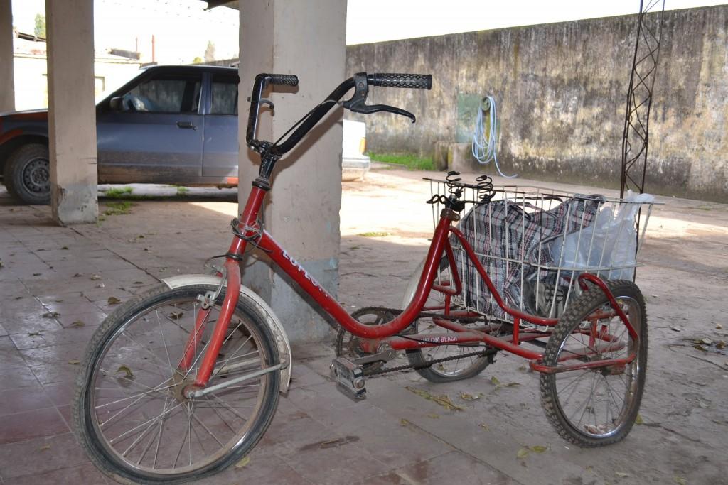 Bicicleta de tres ruedas en la que el aprehendido transportaba lo robado de la casa de familia Medina.